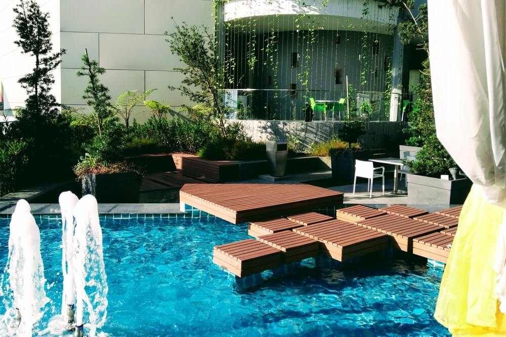 Choose The Right Pool Deck For Your Home